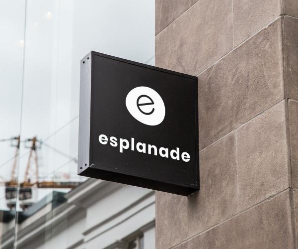 Mock-Up-Enseigne-Logo-Esplanade-Blanc